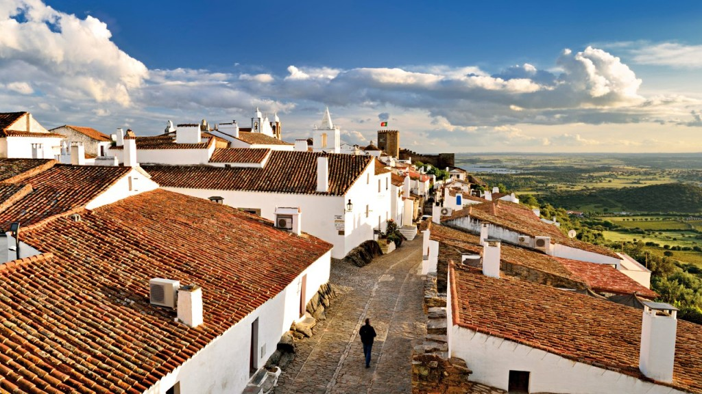 Portugal, Alentejo: View to historical village of Monsaraz