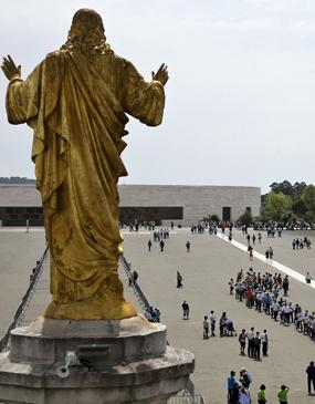 Excursão privada de meio dia ao Santuário / Santuário de Fátima saindo de Lisboa - com guia particular
