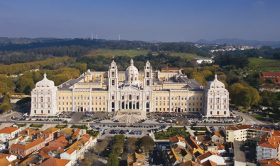 Mafra National Palace and Ericeira Private Tour, With Private Driver/Guide